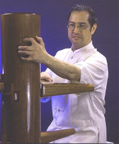 Great Grandmaster Leung Ting on the WingTsun Wooden Dummy